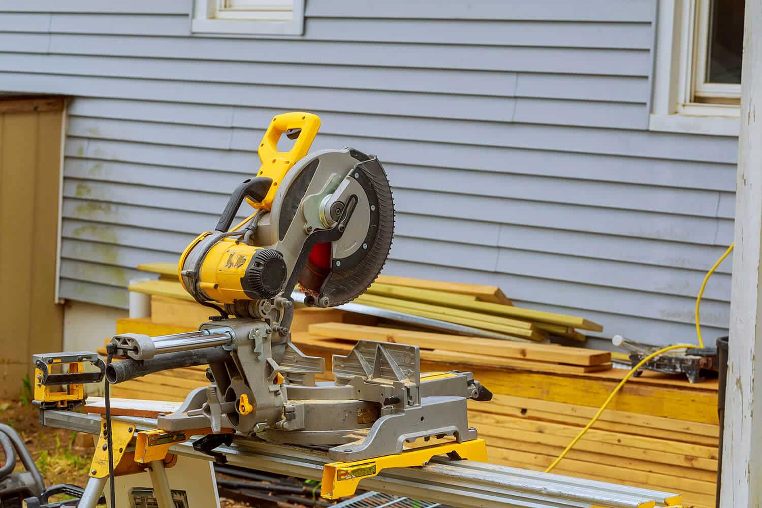 What Is The Difference Between A Compound And Sliding Miter Saw