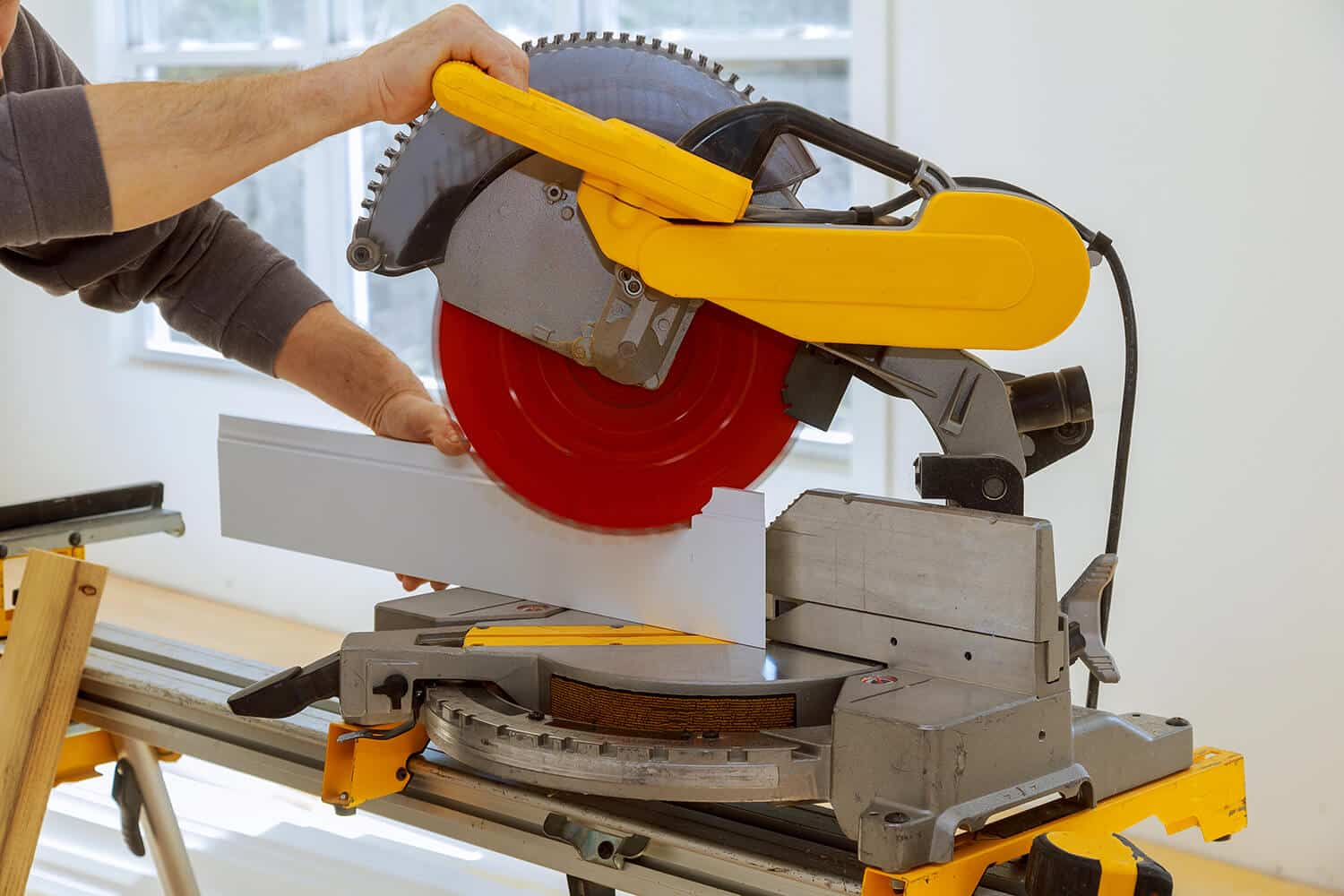 Safety Precautions With a Miter Saw