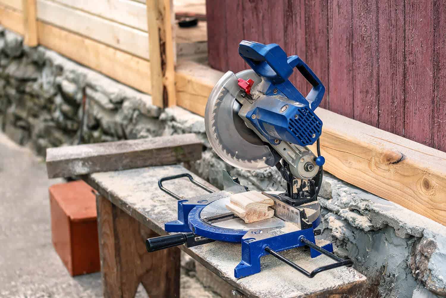 Can a 10-inch miter saw cut a 4x4
