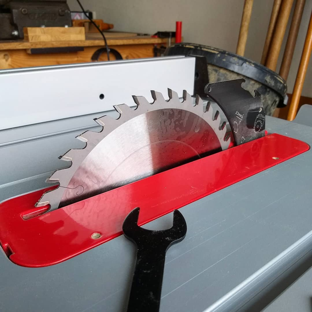 Removing the Blade On A Table Saw