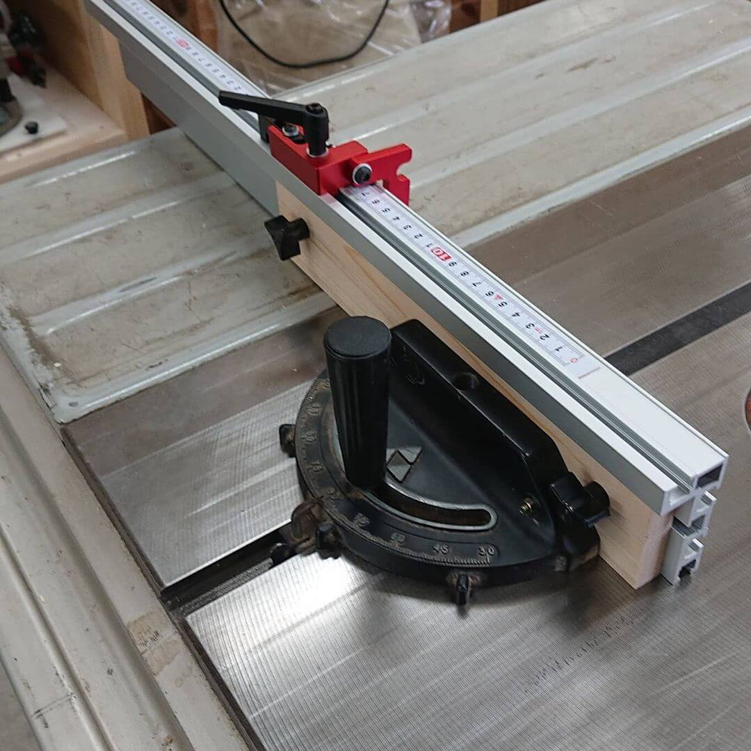 Using a Miter Gauge with a Table Saw
