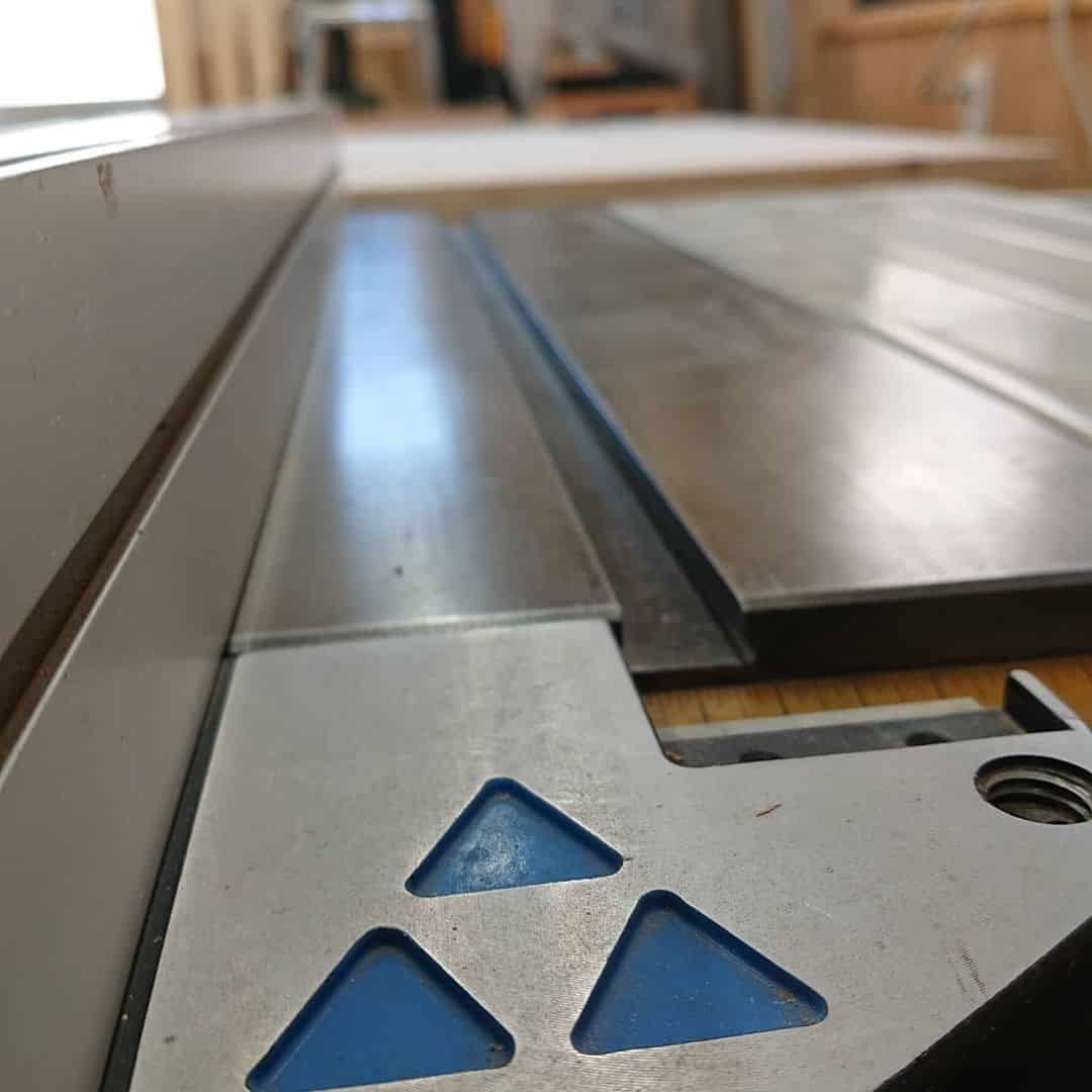 What are the Key Features of a Table Saw