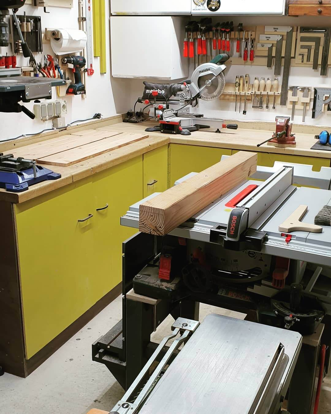 What is the Difference Between a Miter Saw and a Table Saw